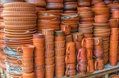 Potenciômetros de argila com artes imagens de stock royalty free
