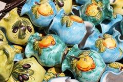 Potenciômetros de argila no mercado Fotografia de Stock Royalty Free
