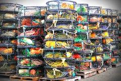 Potenciômetros de caranguejo empilhados imagens de stock royalty free