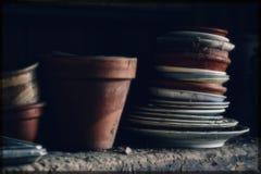 Potenciômetros e bandejas antigos velhos Fotografia de Stock Royalty Free