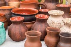 Potenciômetros e sauceres de terra da cerâmica foto de stock royalty free