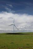 Potencia blanca que genera las turbinas de viento Fotografía de archivo
