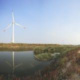 Potencia de Eco, turbinas de viento Imágenes de archivo libres de regalías