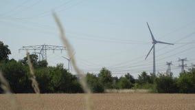 Potencia de Eco Turbinas de viento que generan electricidad almacen de video