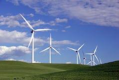 Potencia que genera las turbinas de viento Imágenes de archivo libres de regalías