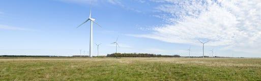 Potencia que genera los molinoes de viento Foto de archivo libre de regalías