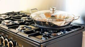 Potenziometer auf Ofen lizenzfreies stockfoto
