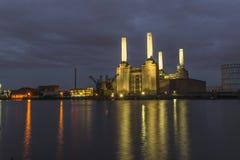 Potere abbandonato di Battersea alla notte Immagine Stock