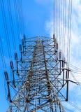 Potere ad alta tensione della trasmissione della torre Fotografie Stock