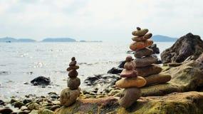 Potere della ritirata di meditazione con le rocce immagine stock