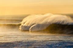Potere di colore dello spruzzo delle onde di oceano Fotografie Stock