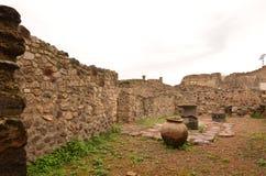 Poterie antique et ruines dans la ville de Pompeii images libres de droits