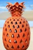 Poterie de forme d'ananas images stock