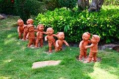 Poterie de terre d'enfants Images stock