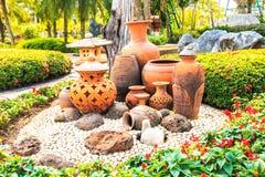 Poterie, pot et vase désuets image stock