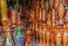 Potes de arcilla con artes Fotos de archivo