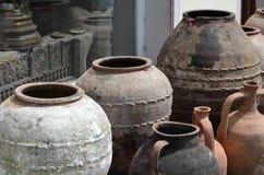 Potes de arcilla nepaleses antiguos Imagen de archivo libre de regalías