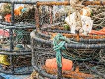 Potes de cangrejo en el muelle imágenes de archivo libres de regalías
