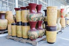 Potes de cerámica coloridos Foto de archivo libre de regalías