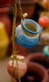 Potes de cerámica mexicanos en las cuerdas - 4 Imagen de archivo