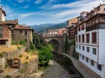 Potes Eins der schönsten Schleppseile von Spanien stockfotografie