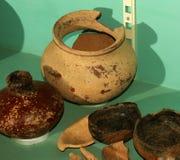 Potes y cuencos hechos a mano antiguos de arcilla Foto de archivo libre de regalías