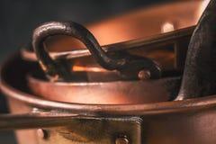 Potes y primer de cobre de las cacerolas Foto de archivo libre de regalías