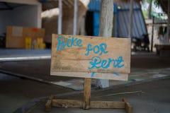 Potete affittare una bici qui se desiderate immagine stock libera da diritti