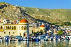 Pothia, huvudstad och porten av Kalymnos, hamnsikt Royaltyfri Foto