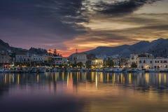 Pothia, Kalymnos par temps de coucher du soleil Photo libre de droits