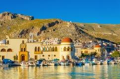 Pothia townhall na Kalymnos wyspie Grecja i port Obrazy Royalty Free