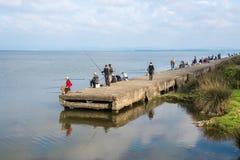 Poti, Georgia - 29 04 2018: Рыболовы на озере Paliastomi Стоковые Изображения