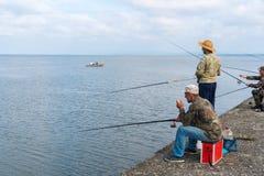 Poti, Georgia - 29 04 2018: Рыболовы на озере Paliastomi Стоковые Фотографии RF