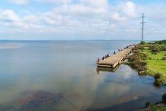Poti, Georgia - 29 04 2018: Рыболовы на озере Paliastomi Стоковое Изображение