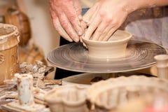 Potier sur la roue de potiers Photo libre de droits