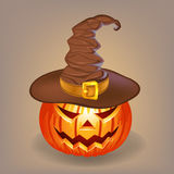 Potiron astucieux dans un chapeau de sorcière pour Halloween Images stock