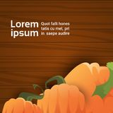 Potiron au-dessus de texture en bois Autumn Banner With Copy Space Photos libres de droits
