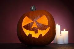 Potiron avec des bougies pour Halloween Image libre de droits