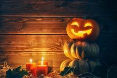 Potiron, bougies et feuilles d'automne principaux Photos stock
