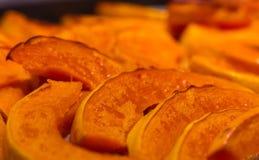 Potiron cuit au four dans le gril photo stock