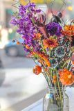 Potiron de festival de fleurs de bouquet de Halloween photo stock