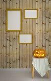 Potiron de Halloween avec le fond en bois Image libre de droits