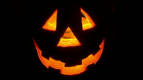 Potiron de Halloween clignotant sur le fond noir, clips vidéos