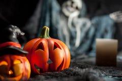Potiron de Halloween et le fantôme dans le dos photos libres de droits