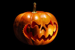 Potiron effrayant de Halloween ressemblant à une tête chinoise de dragon, isolat Photographie stock libre de droits