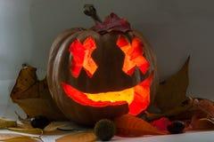 Potiron effrayant de visage de Halloween sur le fond blanc Photographie stock libre de droits