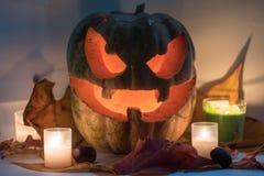Potiron effrayant de visage de Halloween sur le fond blanc Photographie stock