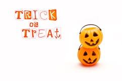 Potiron en plastique de Halloween, Jack drôle O& x27 ; Lanterne sur le blanc Photo stock