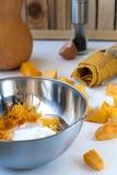 Potiron et crêpes de potiron sur des ingrédients Images stock