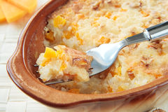 Potiron et riz cuits au four avec des noix Image stock